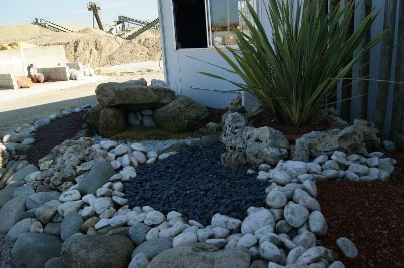 Graviers couleurs mat riaux de d coration ext rieure for Pierre de rocaille leroy merlin